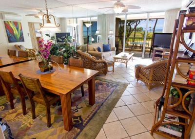 menehune-shores-320-living-room-pri-angle-rt-1280-cq8